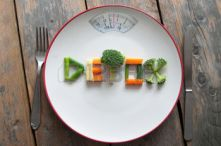 39444272-detox-text-on-a-plate-made-from-various-vegatables-including-broccoli-spring-onions-and-carrots